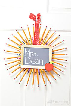 Pencil wreath @allParenting <-- such a cute #teachergift idea!