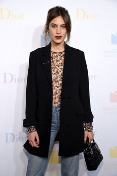 Alexa Chung Photos - Alexa Chung attends the 2016 Guggenheim International Pre-Party made possible by Dior at Solomon R. Guggenheim Museum on November 2016 in New York City. - 2016 Guggenheim International Pre-Party Made Possible by Dior Alexa Chung Style, Daily Alexa Chung, Alexa Chung Makeup, Fashion Line, Look Fashion, Womens Fashion, Fashion 2016, Business Mode, Casual Clothes