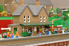 Huw Millington is not only the Mastermind behind the famous Lego Website brickset.com. He also is a MOCer, who has created a fantastic city layout with many surprises: Interview.