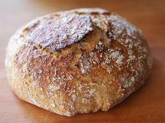 No niin, nyt ei tarvitse pataleipää enää odottaa aamuun! Löysin nimittäin netin ihmemaasta reseptin, jolla leipä syntyy vain reilun kolmen tunnin kohotuksella. Kokeilin – ja toimii! Pointti o… My Favorite Food, Favorite Recipes, Savory Pastry, Tasty, Yummy Food, Russian Recipes, Bread Baking, Deli, Nom Nom