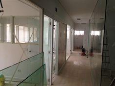 pasillo de la nueva clínica en Arguelles