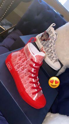 Cute Sneakers, Girls Sneakers, Sneakers Fashion, Fashion Shoes, High Top Sneakers, Converse, Jordan Shoes Girls, Kicks Shoes, Swag Shoes