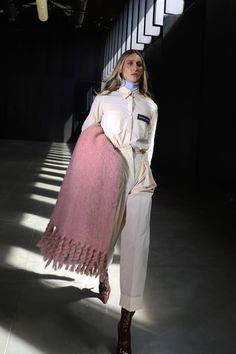 Moisés Nieto #AW21 #MoisésNieto #MBFWMadrid #Fashion #Spain Autumn Winter Fashion, Fall Winter, Madrid, Beautiful Outfits, Cool Style, Duster Coat, Ready To Wear, Fashion Show, Runway