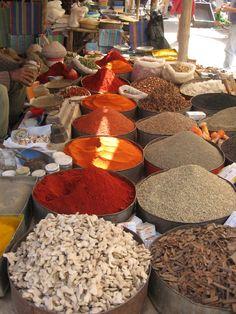 In India worden kruiden zo op de markt gepresenteerd. Vers en ook erg lekker!