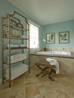 Blue-green bathroom wall color goes well with sand-colored tiles. - Blue-green bathroom wall color goes well with sand-colored tiles. Beige Tile Bathroom, Travertine Bathroom, Bathroom Wall Colors, Bathroom Color Schemes, Bamboo Bathroom, Master Bathroom, Bathroom Ideas, Teal Bathroom Paint, Aqua Paint