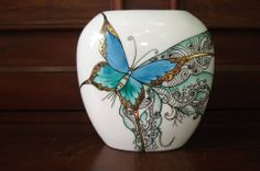 Gosto de trabalhos com borboletas.Lembra-me Mario Watanabe, em seu estilo inigualável!