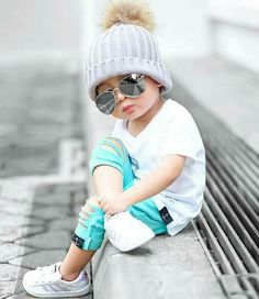 Cool Baby with Sunglasses Little Boy Fashion, Baby Boy Fashion, Toddler Fashion, Kids Fashion, Vogue Fashion, Cute Little Baby, Baby Kind, Cute Baby Girl, Baby Boy Dress