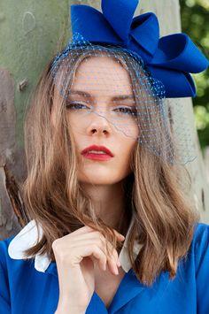 вуалетка бант синий на фотосъемке, аренда вуалеток Москва, вуалетка, faschinator bow, ободок с вуалью и бантом, макияж модели на фотосессию, look book, съемка каталога lookbook одежды, визажист стилист с шенгеном, прическа модели на фотосессию, makeup, meikki, MUA, MUAH, meikkaaja