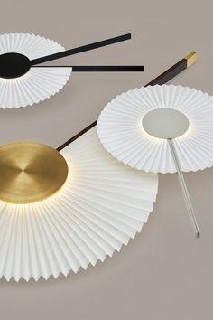 Oi, applique murale en papier et aluminium par Hayoung Kim - Journal du Design Modern Lighting, Lighting Design, Lampe Ballon, Self Sustaining Terrarium, Wall Lights, Ceiling Lights, Lamp Design, Industrial Design, Lamp Light