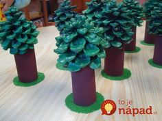 Toilet paper roll and pinecones. Very creative. Autumn Crafts, Nature Crafts, Christmas Crafts, Toilet Paper Roll Crafts, Paper Crafts, Diy With Kids, Projects For Kids, Crafts For Kids, Pine Cone Crafts