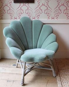 Vintage Interior Design This Really Glorious Shell Throne - Everything You Need to Be a Real Life Mermaid - Photos - I mean, does it get any better than a seashell throne?Image via Little Mermaid Bedroom, Mermaid Room Decor, Mermaid Nursery Theme, Mermaid Bedding, Ocean Room, Beach Room, Ocean Themed Rooms, Beach Theme Bathroom, Bedroom Themes
