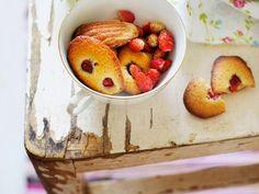 Beeren-Madeleines ist ein Rezept mit frischen Zutaten aus der Kategorie Rührteig. Probieren Sie dieses und weitere Rezepte von EAT SMARTER!
