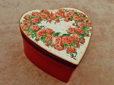 Große Herz Geschenkschachtel mit Rosen von Schmucktruhe auf Etsy, €18.50