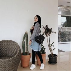Casual Hijab Outfit, Ootd Hijab, Hijab Chic, Skirt Fashion, Hijab Fashion, Fashion Outfits, Womens Fashion, Photography Poses Women, Muslim Women