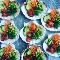 Mini pokebowls Tapas, Whole Foods Market, Yummy Appetizers, Appetizer Recipes, Bouillon Fondue, Bibimbap Bowl, Diner Menu, Sushi Bowl, Poke Bowl