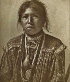 White Mountain Apache girl - 1902