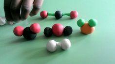 LABORATORIO: Costruiamo le molecole con il pongo.