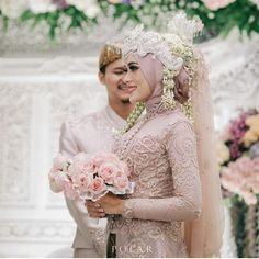 Wedding Photography Poses Romantic Grooms 65 New Ideas Kebaya Wedding, Muslimah Wedding Dress, Muslim Wedding Dresses, Wedding Hijab, Wedding Attire, Wedding Bride, Bridal Poses, Bridal Photoshoot, Indonesian Wedding