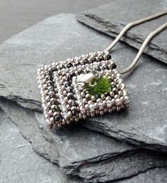 Little Labyrinth beaded pendant - Subtle, effective colors - 11/0 RAW embellished with 2mm crystals