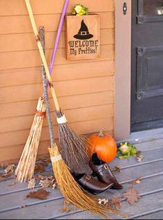 These Halloween door decorations will welcome trick-or-treaters and party guests this October. Our ideas for Halloween wreaths, door decorations, and entryway accents are sure to give your porch spook-tastic flair for the holiday. Spooky Halloween, Entree Halloween, Halloween Veranda, Outdoor Halloween, Halloween Party Decor, Holidays Halloween, Halloween Crafts, Halloween Porch, Happy Halloween