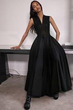 Alaïa Spring 2020 Ready-to-Wear Collection - Vogue White Fashion, Love Fashion, Fashion Design, Fashion 2020, Runway Fashion, Azzedine Alaia, Chic Dress, Fashion Show Collection, Vogue Paris