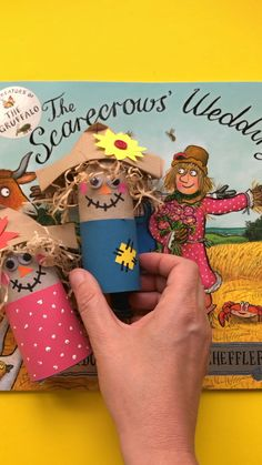 Loooove Julia Donaldson's books! The Scarecrows' Wedding is so sweet. And to celebrate we have created a set of Scarecrow Crafts for kids to go with it! Autumn Crafts, Summer Crafts, Christmas Crafts, The Scarecrows Wedding, Toddler Crafts, Crafts For Kids, Julia Donaldson Books, Best Kids Watches, Scarecrow Crafts
