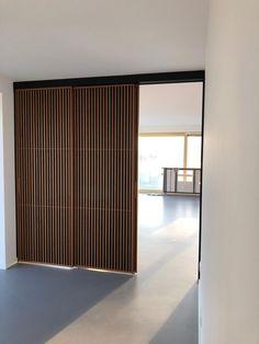Moderne japanse schuifdeuren op maat in walnotenhout Door Design, House Design, House Extension Design, Wardrobe Design Bedroom, Interior Decorating, Interior Design, Bedroom Layouts, Home Design Plans, Interior Architecture