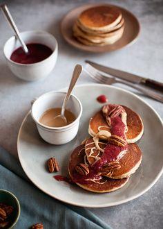 pyszne, puchate, zdrowe pancakes z masłem orzechowym! idealne weekendowe śniadanie, ale sprawdzą się też na zimno na wynos!
