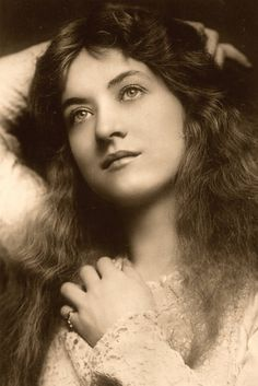 Edwardian Actress , in early 1900's, photo by Lizzie Caswall Smith