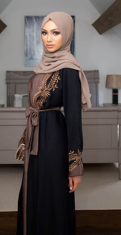 Buy our stunning black closed abaya with pretty gold pearl/lace detailing throughout. The abaya has an internal belt allowing instant tailoring to your own size, an impressive and striking abaya ideal for special occasions! Arab Fashion, Islamic Fashion, Muslim Fashion, Eid Outfits, Modest Outfits, Fashion Outfits, Mode Abaya, Mode Hijab, Hijab Fashion Summer