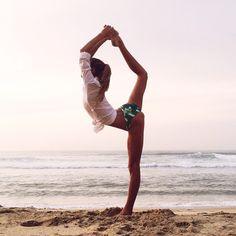 35 Ideas For Yoga Beach Poses Products Yoga Meditation, Yoga Flow, Beginner Yoga, Yoga For Beginners, Yoga Inspiration, Fitness Inspiration, Style Inspiration, Yoga Photography, Outdoor Photography