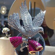 @espritjoaillerie ✨ Mysterious Dove Clip✨Van Cleef & Arpels✨