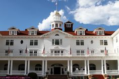 5 Must Visit Haunted Places - looks like Stanley Hotel.Beem here, spent 3 nights there and had some great experiences. Spooky Places, Haunted Places, Abandoned Places, Real Haunted Houses, Haunted Hotel, Haunted America, Best Ghost Stories, Places In America, Living In Italy