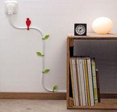 É fácil e pode ser barato, disfarçar fios na parede (Foto: woohome.com)