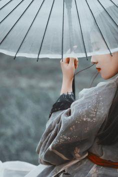 model:知竹zZ photoed by: 水风月淳 Photographic works of Chinese ancient style beauty. Asian Style, Chinese Style, Live Action, Chinese Traditional Costume, Artsy Photos, China Girl, Pretty Asian, Hanfu, Fine Art Photography