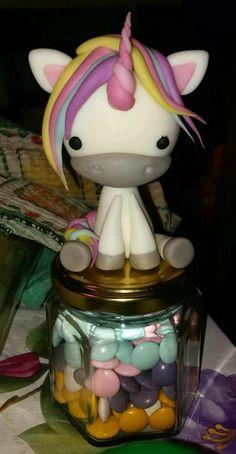 unicornio de porcelana fria