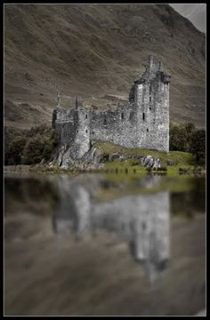 Kilchurn castle, NE end of Loch Awe, Argyll and Bute, Scotland. Ancestral Home of Campbells of Glen Orchy (Earls of Breadalbane) Built c1450 by Sir Colin Campbell.