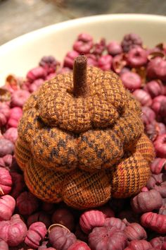 Primitive Hand Dyed Wool Pumpkin Stack Pincushion, Pinkeep - Oooo - I want to make one of these!