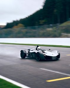 So different driving the #bacmono to the #m2. So light and the central seating position is awesome. Feels much closer to my Radical than a road car. Had a bit of an issue getting heat into the tyres so quite a lot of understeer. Check out the video on my YouTube channel (link in bio). #track #racecarlife