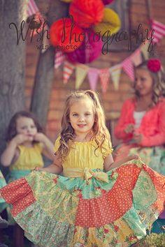 Está chegando uma das épocas mais divertidas do ano: a das festas juninas! E com ela uma série de eventos para os pequenos: na escolinha, no clube, na pracinha… E a diversão já começa nos preparativos com as roupinhas, que são um espetáculo à parte e a criatividade pode ir longe com...