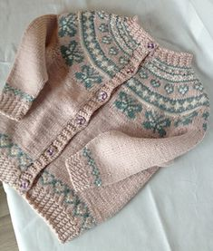 Ravelry: Savannahs kofte/ jacket pattern by Monika Mortensen Baby Barn, Little Cotton Rabbits, Cable Knitting, Knit In The Round, Knitting Patterns Free, Sweater Patterns, Children In Need, Jacket Pattern, Knitting For Kids
