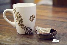 Creative Coffee Mugs - Sharpie Craft     @Lyndsay Piña sharpie mugs!