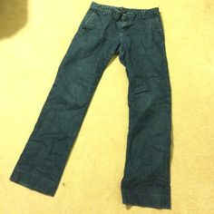 Size 6R Gap jeans - great condition! Can't even tell these were worn before! Size 6R (regular length). Accurate color in photo 3. GAP Jeans Straight Leg