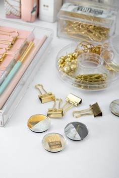Fill your days with possibilities, inspirations and encouragements with these wonderful and chic round crystal glass magnets in 6 pcs! Available in white marble or rose gold color. Desk Essentials, Office Supply Organization, Organization Ideas, Desk Styling, Glass Magnets, Spring Design, Inexpensive Gift, Rose Gold Color, Desk Accessories