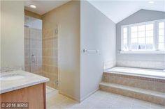 12502 Hillantrae Dr Clinton MD 20735 Master Bathroom