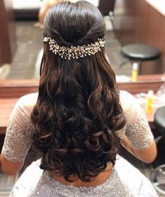 hairstyle haircurls softcurls pear wittyvows bridesofwittyvows indianweddings weddings bride bridelook bridehairstyle bridallook stunninghair gorgeoushair prettyhair hairlook engagementlook engagementhair floralhair in Bridal Hairstyle Indian Wedding, Bridal Hair Buns, Bridal Hairdo, Hairdo Wedding, Wedding Hairstyles For Long Hair, Short Hair, Hairstyle Short, Indian Bride Hair, Curly Hair