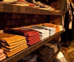 Prendo ispirazione anche da negozi, per il modo in cui fanno spiccare gli abiti migliori dando risalto alle volte ai colori.