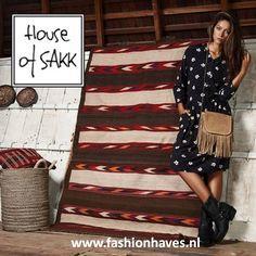 Vol trost presenteren wij onze nieuwe aanwinst; het geweldige merk House of SAKK! Het design is Nederlands, de allure internationaal. House of Sakkheeft een stijlvolle exclusieve collectie tassen, schoudertassen, clutches en portemonnees. Bekijk snel de collectie --> http://tinyurl.com/o26awhj