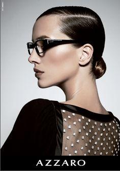 Die in den 1970ern vom legendären Modeschöpfer Loris Azzaro gegründete Marke ist berühmt für ihr zeitloses Design, mit dem der Modeschöpfer, der mittlerweile zu den legendärsten Designern der Pariser Modeszene zählt, die Modewelt auf allen Kontinenten durch seine avantgardistisch geprägte Arbeit beeinflusste. Designer, Azzaro, Ads, Ad Campaigns, Glasses, Fashion, Continents, Parisian, Eyewear
