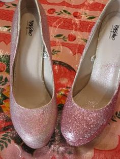 mod podge pink glitter on shoes- or any color glitter- Silver for PROM!